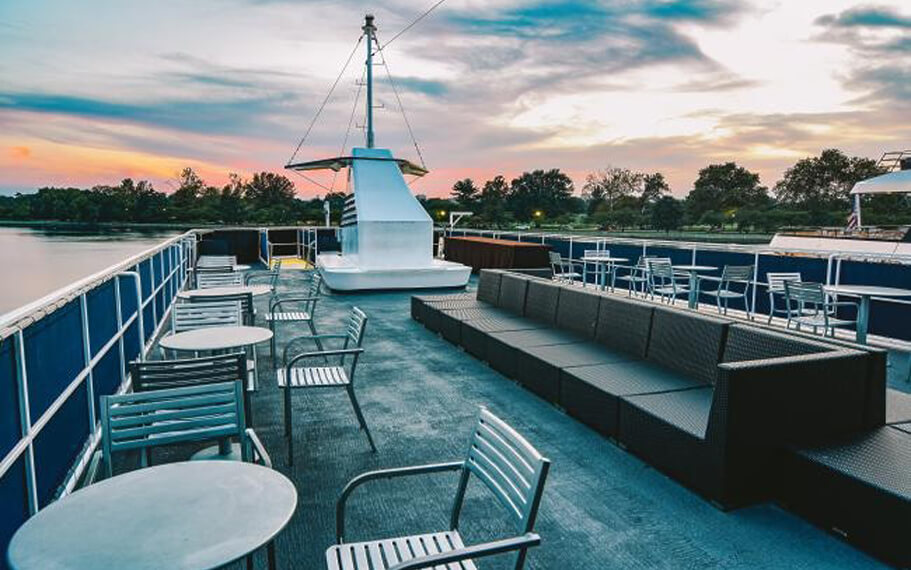 Mount Vernon Yacht | Observation Lounge